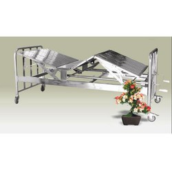 Giường 2 tay quay inox  bánh xe có nệm kích thước 190cmx90cmx55cm
