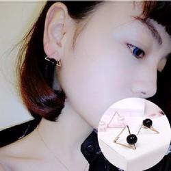 Phụ kiện trang sức - Bông tai tam giác đen
