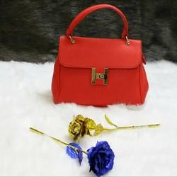 Túi xách tay thời trang, kiểu dáng thanh lịch, sang trọng