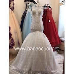 Váy cưới đuôi cá, vai lưới, tùng xòe ren ẩn