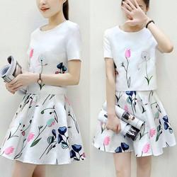 Set váy + áo croptop in họa tiết