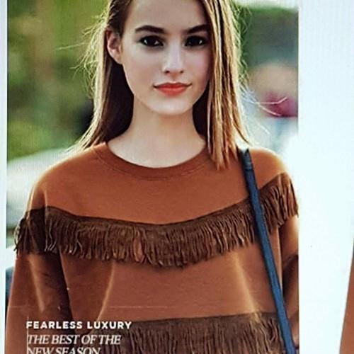 Áo nỉ nữ thiết kế tua rua, phong cách cá tính.