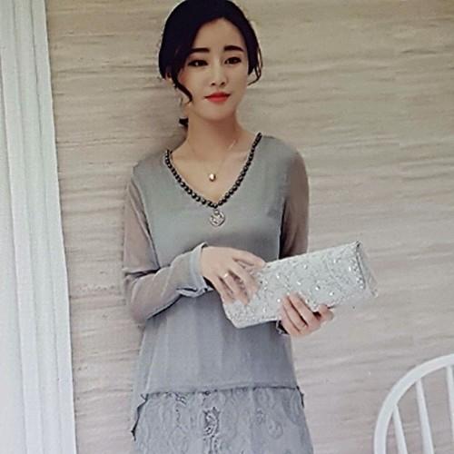Đầm voan nữ thiết kế phối ren sang trọng, phong cách quý phái.