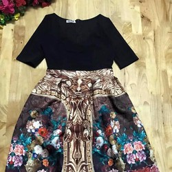 Đầm xoè bẹt vai phối tùng hoa gấm 3D siêu đẹp