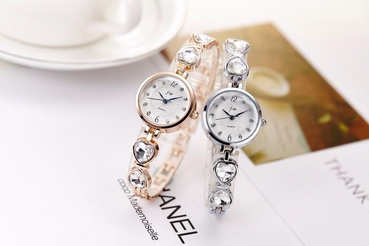 Đồng hồ nữ dây lắc tay thời trang đính đá trái tim WH-8189 11
