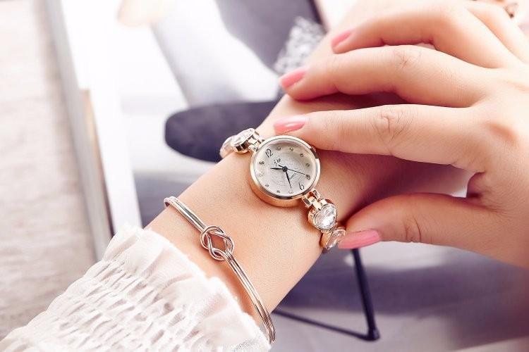 Đồng hồ nữ dây lắc tay thời trang đính đá trái tim WH-8189 8
