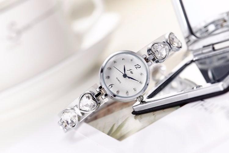 Đồng hồ nữ dây lắc tay thời trang đính đá trái tim WH-8189 2