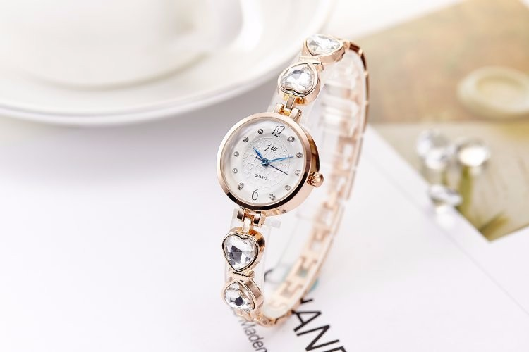 Đồng hồ nữ dây lắc tay thời trang đính đá trái tim WH-8189 7