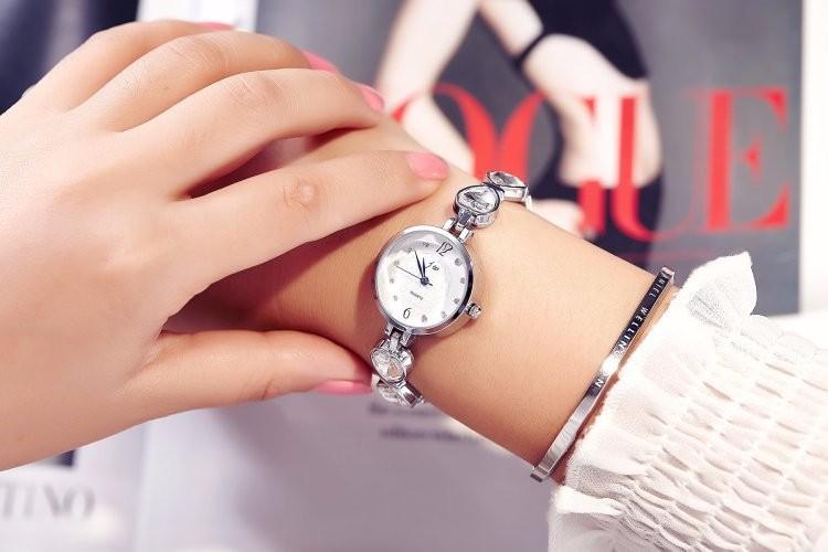 Đồng hồ nữ dây lắc tay thời trang đính đá trái tim WH-8189 3