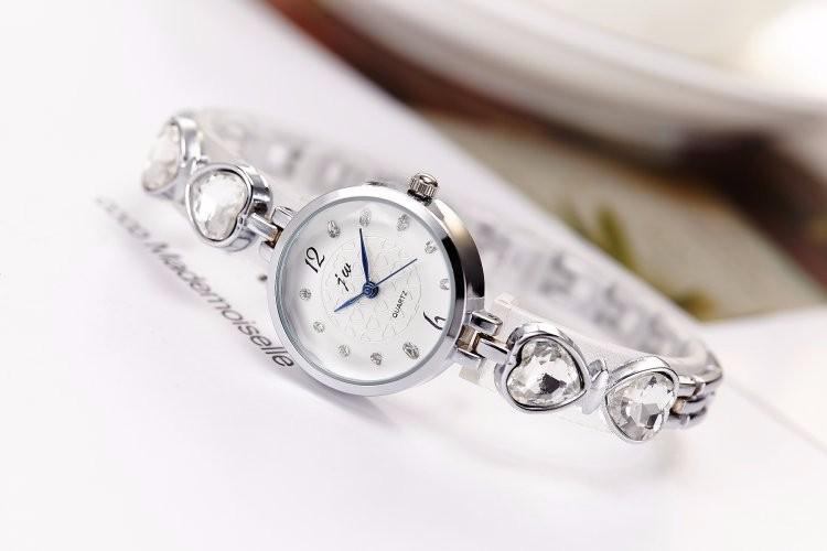 Đồng hồ nữ dây lắc tay thời trang đính đá trái tim WH-8189 1