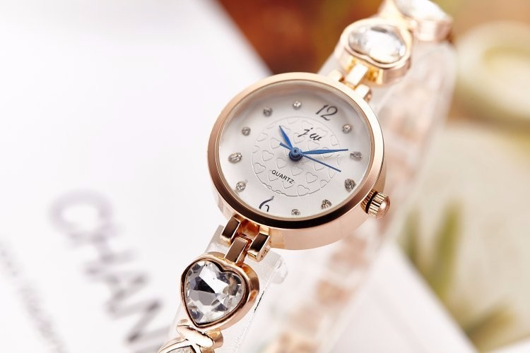 Đồng hồ nữ dây lắc tay thời trang đính đá trái tim WH-8189 10