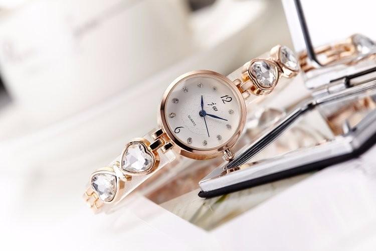 Đồng hồ nữ dây lắc tay thời trang đính đá trái tim WH-8189 6