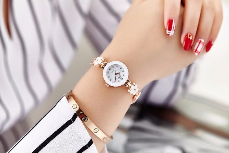 Đồng hồ nữ thời trang dây lắc tay đính hoa xinh xắn WH-8022 7