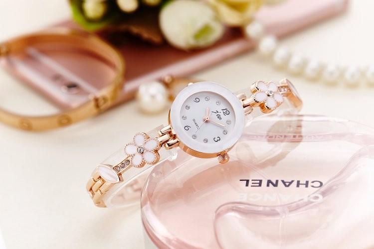 Đồng hồ nữ thời trang dây lắc tay đính hoa xinh xắn WH-8022 5