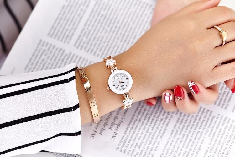 Đồng hồ nữ thời trang dây lắc tay đính hoa xinh xắn WH-8022 8
