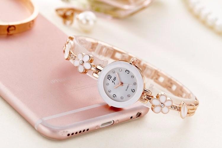 Đồng hồ nữ thời trang dây lắc tay đính hoa xinh xắn WH-8022 6