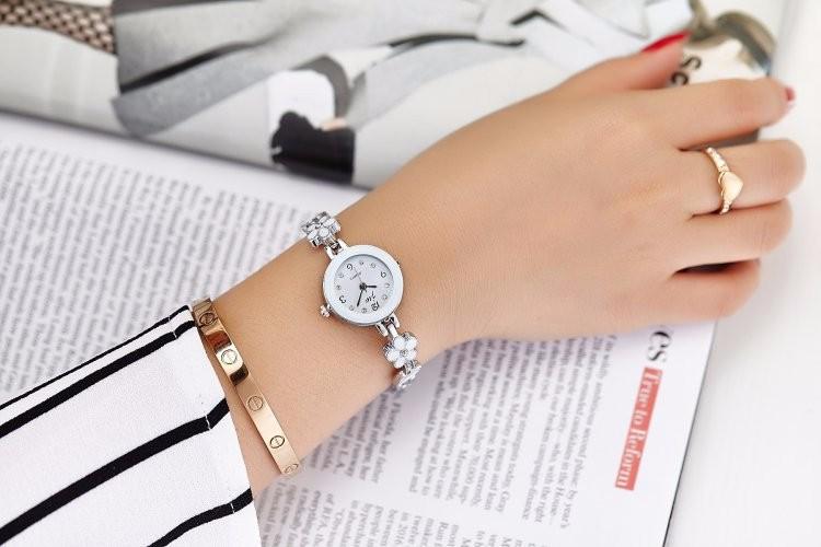 Đồng hồ nữ thời trang dây lắc tay đính hoa xinh xắn WH-8022 3