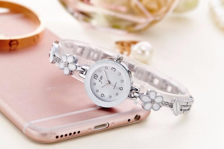 Đồng hồ nữ thời trang dây lắc tay đính hoa xinh xắn WH-8022 2