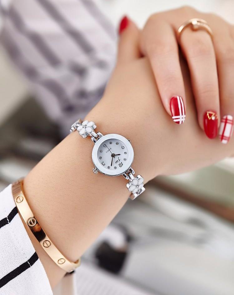 Đồng hồ nữ thời trang dây lắc tay đính hoa xinh xắn WH-8022 4