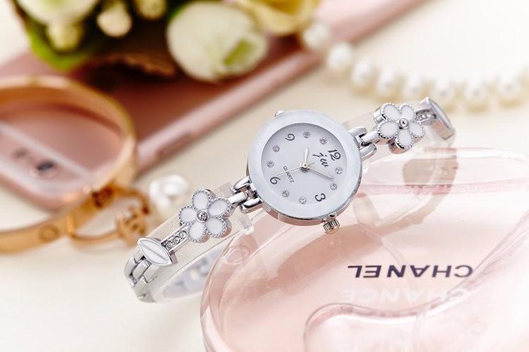 Đồng hồ nữ thời trang dây lắc tay đính hoa xinh xắn WH-8022 1