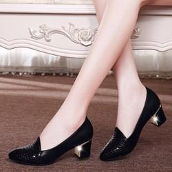 Giày gót vuông phối vân nổi