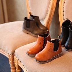 Giày boot màu nâu