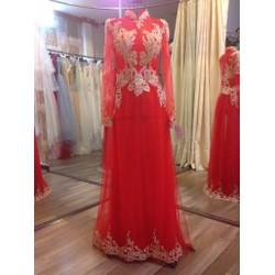Áo dài cô dâu màu đỏ, ren gân đồng sang trọng và tinh tế