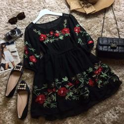 Đầm hoa baby doll thêu hoa hồng