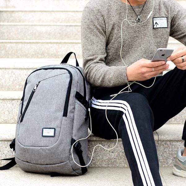 Balo du lịch có cổng xạc tặng cáp USB 18
