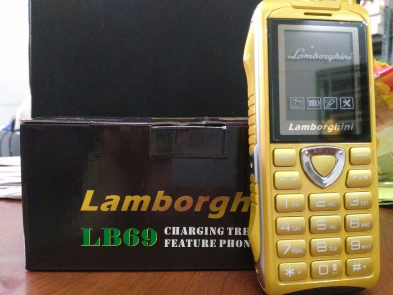 Điện thoại độc Lamborghini LB69 pin khủng 18000mAh 1