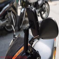 Giá kẹp điện thoại trên xe máy