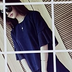 Bộ áo quần nữ thiết kế trẻ trung, phong cách cá tính.