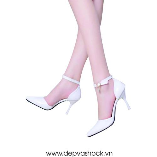 Giày sandal cao gót bít mũi màu trắng gót nhọn 7cm