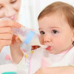 Bình thìa uống nước cho bé
