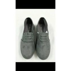 - Giày lười  phong cách năng động  cho bạn nữ