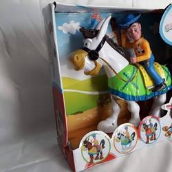 MIỄN PHÍ VẬN CHUYỂN - Cao bồi cưỡi ngựa trắng: Vừa chạy vừa phát nhạc