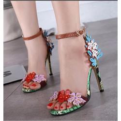 Giày cao gót hoa sắc màu