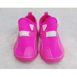 Giày neon màu hồng