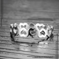 Nhẫn titan trái tim màu trắng