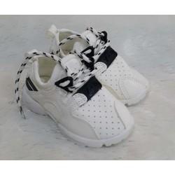 Giày neon màu trắng