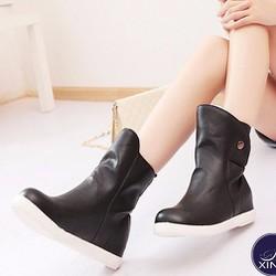 Giày boot nữ đế trệt nữ tính màu đen GBN4302