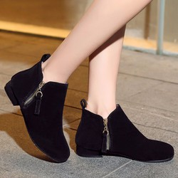 Giày boot nữ đế bệt thoải mái đi bộ màu đen GBN14701