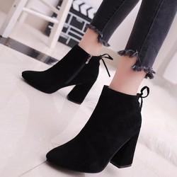 Giày boot nữ cổ ngắn màu đen đế vuông GBN8901