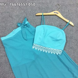 Đầm maxi xanh viền ren áo 2 dây.