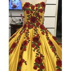áo cưới vàng choé ren sang trọng