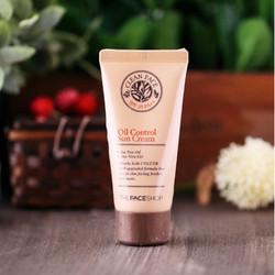 Kem chống nắng trị mụn Clean Face Oil Control Sun Cream