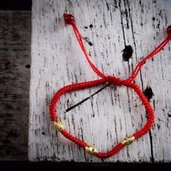 Vòng đỏ hạt charm