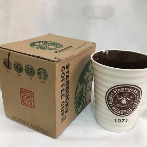 Ly sứ Starbuck bên trong tráng men màu, bên ngoài gợn sóng. M13-3