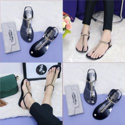 Giày sandal đinh quai T