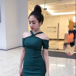 Đầm ôm trễ vai dự tiệc